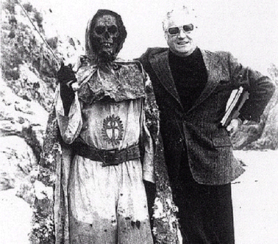 Amando de Ossorio and an undead Templar being friendly.